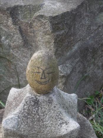 H30.3宝珠院・石仏.JPG